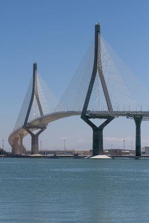 カディス、スペインの都市で1812年の憲法の橋の構造の垂直ビュー