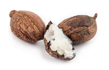 mantequilla: tres de las nueces de shea, uno se llena con mantequilla. Foto de archivo
