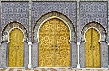 fez: las tres grandes puertas doradas del palacio real de Fez, Marruecos