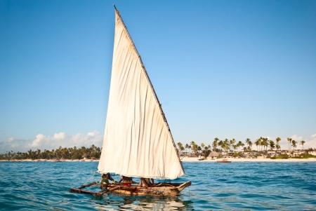 zanzibar: traditionele boot varen in Zanzibar Stockfoto