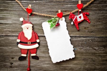 trompo de madera: Navidad blanca tarjeta con copia espacio en la parte superior de madera Foto de archivo