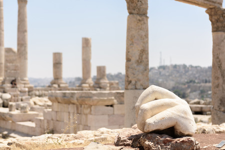 the hashemite kingdom of jordan: Stone hand of a statue in the  temple of Hercules in Amman, Jordan Stock Photo