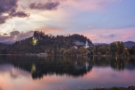 Sunset view of the church of San Martin and the castle of Bled, Slovenia Imagens