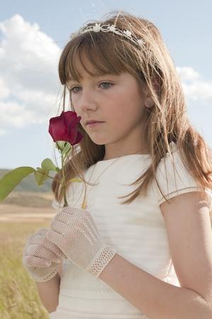 la comunión vestido de niña en la pradera Stock Photo - 10082241