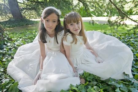 première communion: filles robe blanche le jour de leur première communion