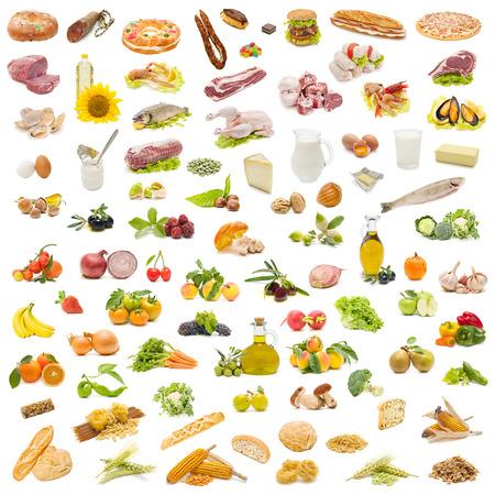 carnes y verduras: Pirámide de alimentos aislado en blanco Foto de archivo