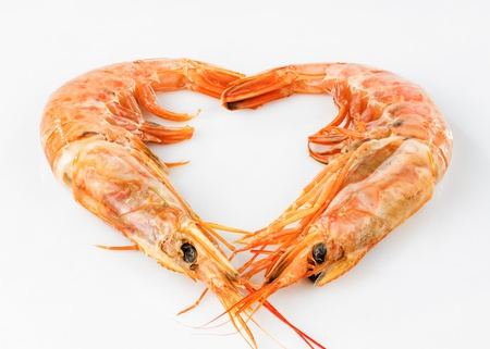 gambas: photograph of two prawns forming a heart on white background