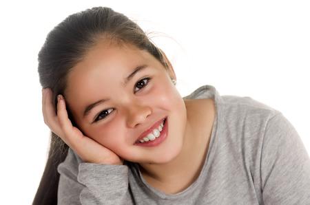 Fotografische Porträt eines Mädchens in einer entspannten Position Standard-Bild - 25172684