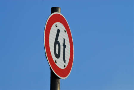 Traffic sign 6t white with red edge in front of blue sky asbackground Banco de Imagens - 152481605