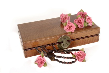 wooden lid: Wooden box with roses and necklace