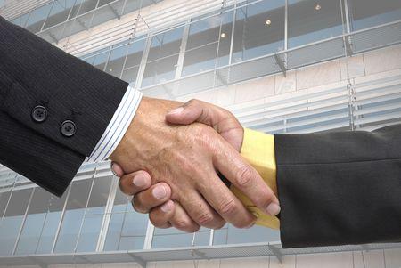 pacto: Empresarios de hacer un pacto con un apret�n de manos