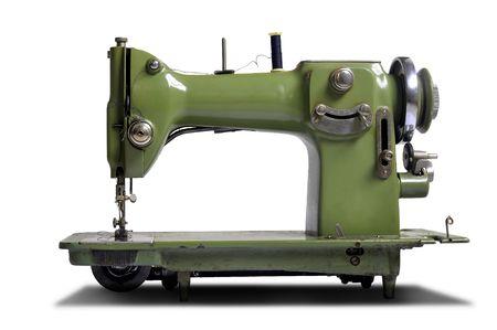 maquina de coser: Antigua m�quina de coser aislado en blanco  Foto de archivo