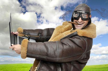 fighter pilot: Piloto de caza con equipo port�til a toda velocidad