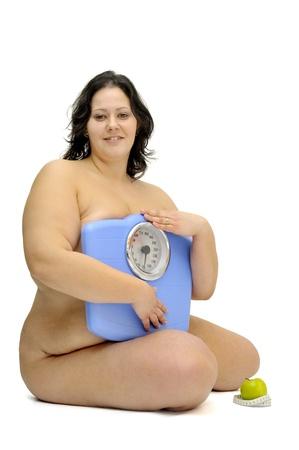 gula: Hermosa chica gran desnuda con escala de peso aislado en blanco Foto de archivo