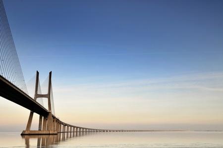 moderne br�cke: Vasco da Gama Br?cke in Lissabon, Portugal