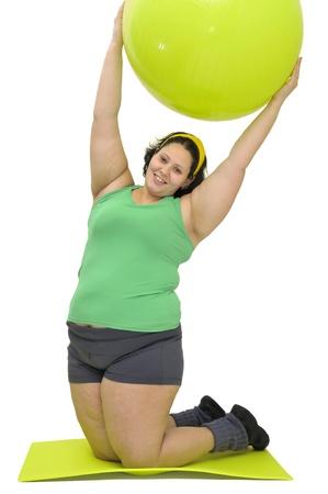 gula: Chica gran ejercicio aislado en blanco