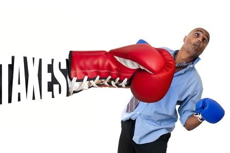 taxes: Empresario recibir un golpe con la mano de la taxe de