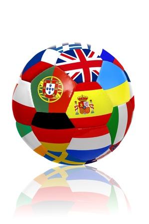 drapeau portugal: Ballon de football avec plusieurs drapeaux pour la coupe Euro isol� en blanc