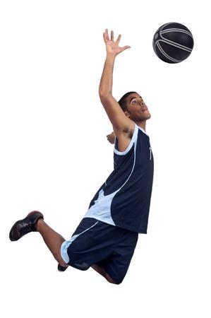 canestro basket: Giocatore di basket isolato in bianco