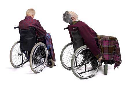 Solitarios adultos mayores masculinos en silla de ruedas Foto de archivo - 13755383