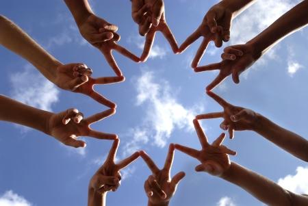 Handen tegen de hemel