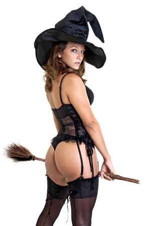 heks: Sexy meisje in heks kostuum geïsoleerd in het wit