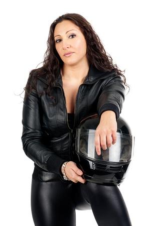 casco de moto: Mujer atractiva en negro con casco de moto Foto de archivo