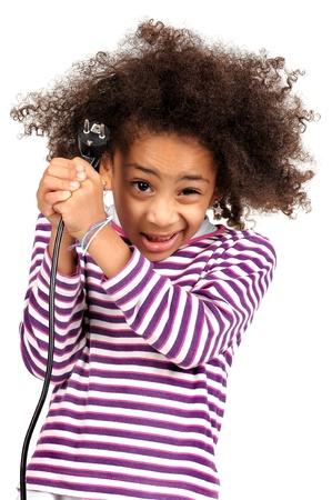 choc �lectrique: Belle fille brune avec les cheveux en l'air due � un choc �lectrique isol� en blanc Banque d'images