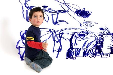 Jonge artistieke jongen die muurschildering Stockfoto - 18087566