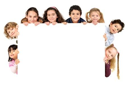 Groep kinderen met een wit bord geïsoleerd in het wit Stockfoto - 18818557
