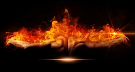 lángok: Szép és izmos fekete férfi újra a tűz a sötét háttér Stock fotó
