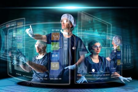 Artsen in een onderzoeksstation met digitale schermen en toetsenbord Stockfoto - 20403321