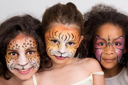 caritas pintadas: Hermosas chicas j�venes con rostros pintados de animales