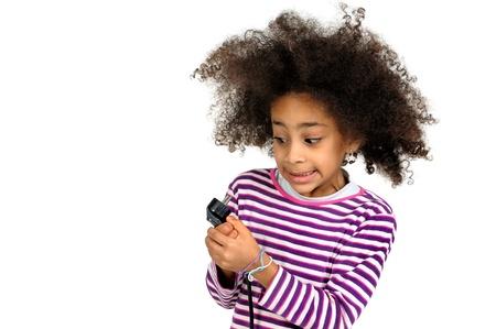 choc �lectrique: Belle fille brune aux cheveux en l'air due � un choc �lectrique isol� en blanc