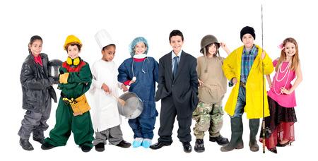 흰색에 고립 된 다른 의상과 함께 포즈를 취하는 아이의 그룹 스톡 콘텐츠