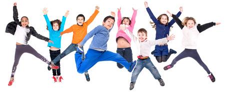 ni�os felices: Grupo de ni�os jumpng aislado en blanco Foto de archivo