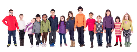 Gruppe der Kinder, die Hände in weiß isoliert