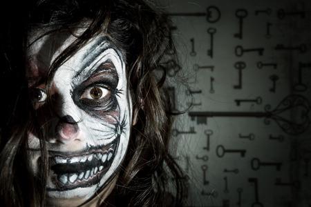 clowngesicht: Teenager-M�dchen mit unheimlich Clown Schminken Lizenzfreie Bilder