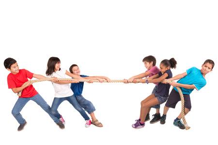 밧줄을 당기는 대회에서 어린이의 그룹 스톡 콘텐츠