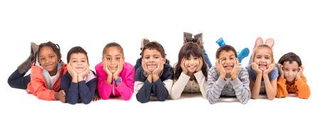jovenes: Grupo de niños posando aislado en blanco Foto de archivo