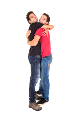 amigos abrazandose: Hermanos adolescentes feliz abrazando aislados en blanco Foto de archivo