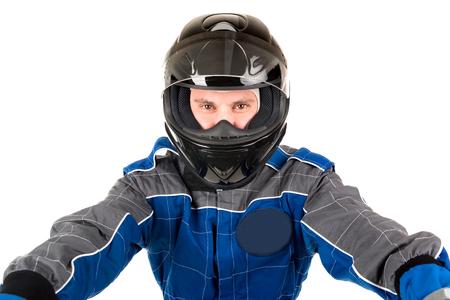 chofer: Racing controlador posando con casco aislado en blanco Foto de archivo