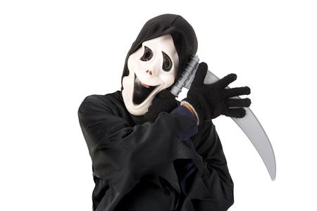 Kid mit Reaper Maske in Halloween-Kostüm in weiß isoliert