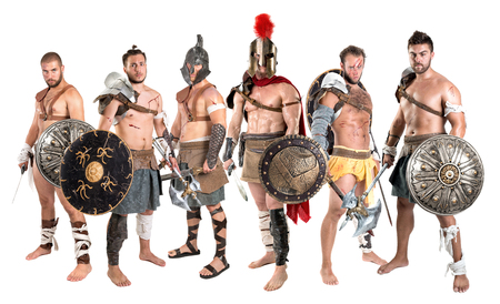 Groupe de gladiateurs posant isolé en blanc Banque d'images - 81123508