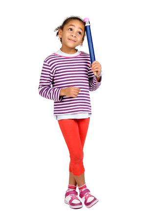 어린 소녀 생각, 흰색으로 격리하는 큰 연필로 포즈 스톡 콘텐츠