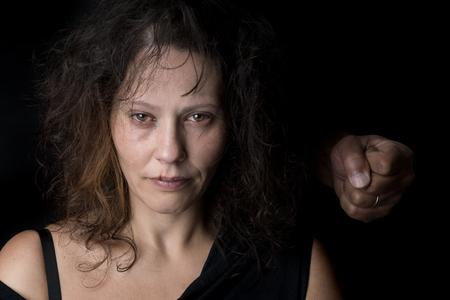 Mishandelde vrouw slachtoffer van huiselijk geweld Stockfoto