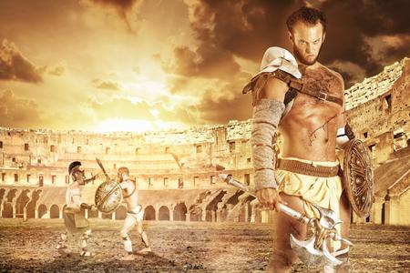 Oude krijger of Gladiator klaar om te vechten in de arena Stockfoto