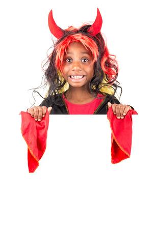 화이트 보드 위에있는 할로윈 의상 소녀 스톡 콘텐츠