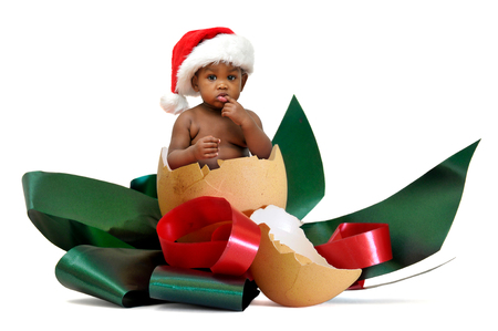 Beautiful baby inside an egg with chrismas hat Stock fotó - 92667624