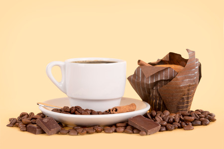 coffee cup with coffee beans, chocolate and muffin 스톡 콘텐츠